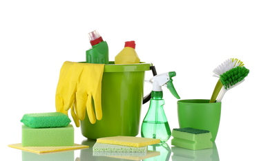 Green Cleaning: Natural Alternatives for Daily Messes